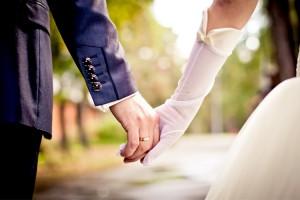 Jak ubrać się modnie na wesele?