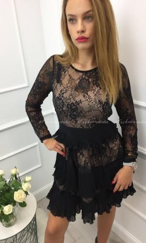 Czarna, koronkowa sukienka z plisowaniem / Albena