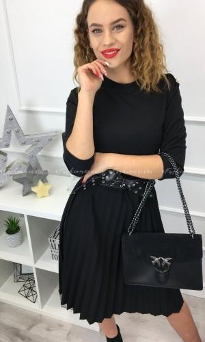 Czarna sukienka z plisowanym dołem i ozdobnymi guzikami / Madame